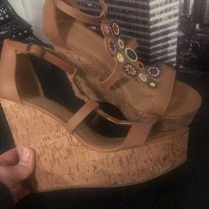 Bamboo nude wedges with beading